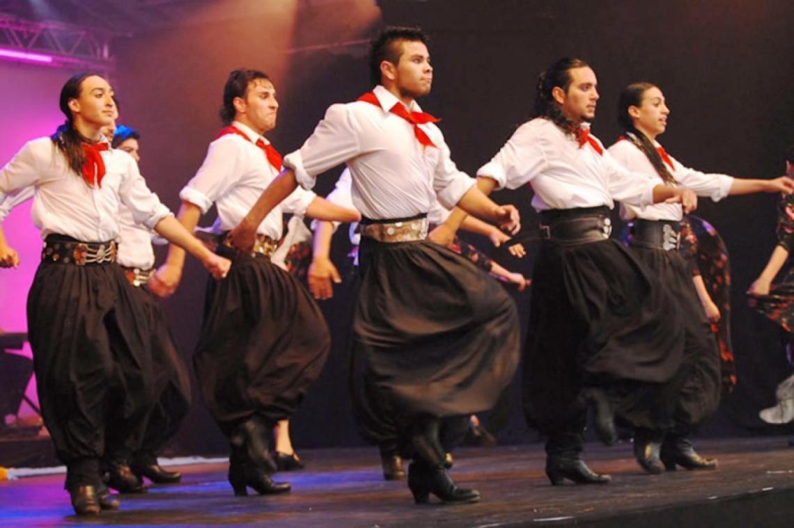 Por qué se celebra hoy el Día del Folklore - Entrelíneas.info