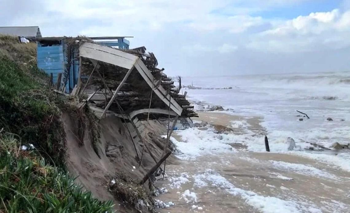 """La sudestada generó grandes destrozos en el sur de Mar del Plata: """"Hay pérdidas totales"""""""