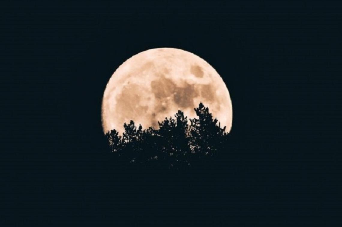 Este martes, la Luna se alineará con Marte, Júpiter y Saturno