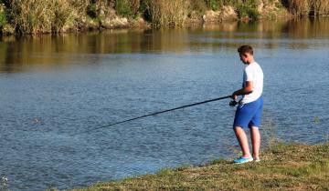 Imagen de Esta semana vuelve la pesca deportiva a Castelli: cómo obtener el permiso