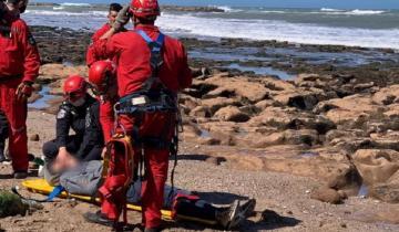 Imagen de Operativo en la Ruta 11: rescataron a una pareja que cayó desde los acantilados