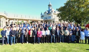 Imagen de Encuentro de Kicillof con los intendentes peronistas de la región