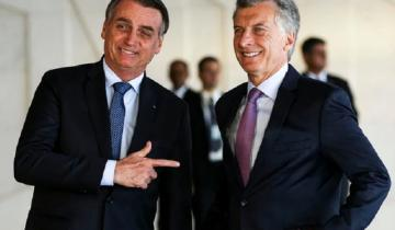 Imagen de Curiosa broma de Bolsonaro a Macri: le apuntó al pecho como si tuviera un arma