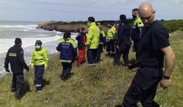 Imagen de Rescate en el mar: salió a surfear, lo arrastró la corriente y debieron socorrerlo