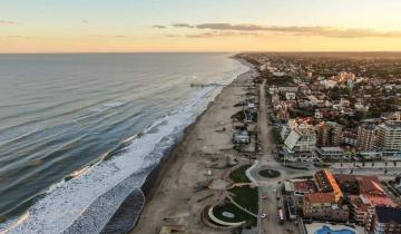 Imagen de Verano 2021: Pinamar busca cobrar una tasa de 100 pesos por turista