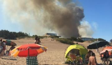 Imagen de Un voraz incendio afecta a Villa Gesell
