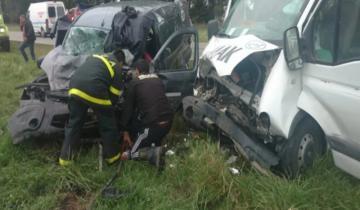 Imagen de Chocaron una camioneta con una ambulancia: hay un muerto y cuatro heridos