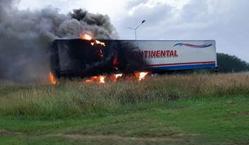 Imagen de En menos de 24 horas se registraron cuatro incendios viales de consideración en rutas de la Región