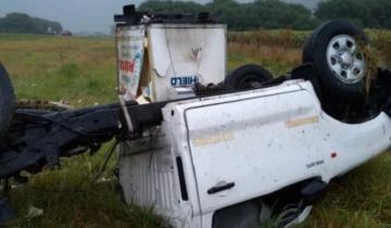 Imagen de Volcó una camioneta que transportaba hielo por la Ruta 226 y su conductor resultó herido