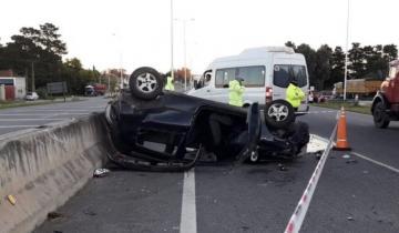 Imagen de Una mujer policía volcó con su auto en la Autovía 226: sólo sufrió heridas leves