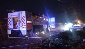 Imagen de Dolores: un incendio de gran magnitud afectó una vivienda y un auto