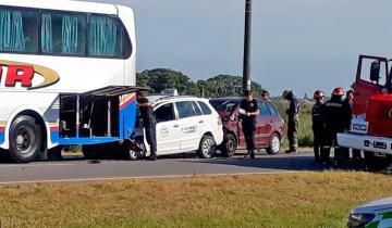 Imagen de Al menos diez heridos en un accidente en cadena en la Ruta 11 entre Villa Gesell y Pinamar