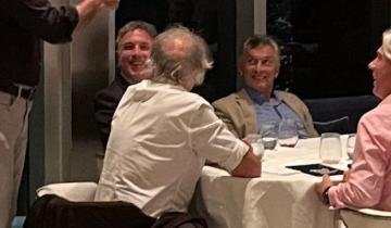 Imagen de Mauricio Macri, Nicolás Dujovne y Ángelo Calcaterra juntos en Miami