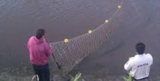Imagen de Lezama: la policía labró infracciones a pescadores que usaban tramayos