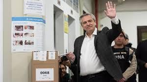 Imagen de Cuando quedan pocos minutos para el cierre de los comicios, ya votaron todos los candiatos a presidente y gobernador de la Provincia