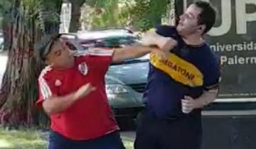 Imagen de Video: salió a entrenar con la camiseta de Boca, pasó corriendo por la cancha de River y terminó a las piñas