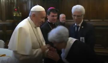 Imagen de Papa Francisco: por qué se negó a que le besen el anillo del Pescador