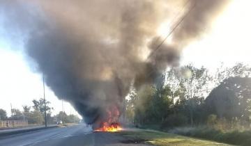 Imagen de Un colectivo de El Rápido se prendió fuego y explotó en medio del viaje