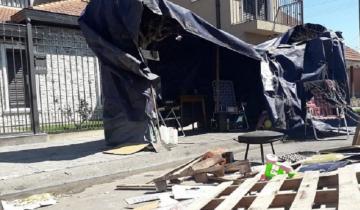 Imagen de Mar del Plata: los dejaron sin trabajo y acampan en la casa de su ex empleador
