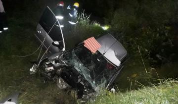 Imagen de Dos personas heridas al volcar un auto en la Ruta 2