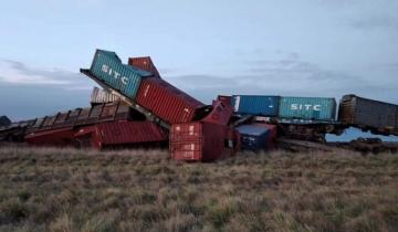 Imagen de Descarrilló un tren cerca de Bahía Blanca: se incendiaron 24 vagones