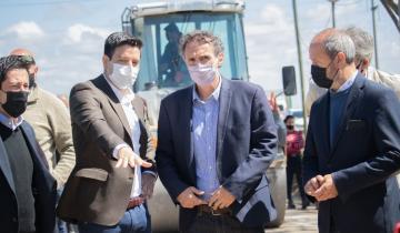 Imagen de Partido de La Costa: Cardozo y los ministros Katopodis y Nardini recorrieron obras de asfalto y luminaria LED