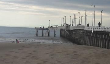 Imagen de Otro problema para Vidal: cayó un tramo de un muelle de Mar de Ajó que es controlado por la Provincia