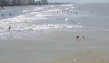 Imagen de La Costa: el impresionante rescate de tres personas que se ahogaban en el mar