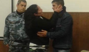 Imagen de Una mujer abrazó y perdonó durante el juicio al joven que mató a su hijo de dos balazos