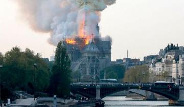Imagen de Video: se incendia la catedral de Notre Dame en París y se cayó su famosa aguja