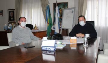 Imagen de Coronavirus: Víctor Casanovas y Camilo Etchevarren delinearon el operativo sanitario para quienes cobran el IFE hoy en Dolores