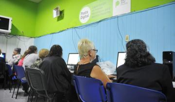 Imagen de Cómo son las clases de uso de la tecnología para adultos mayores que se dictan en San Clemente