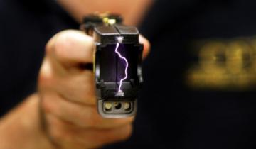 Imagen de Vidal compró las polémicas pistolas Taser para que las use el Grupo Halcón en tomas de rehenes