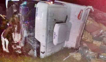 Imagen de Volcó un camión en la Ruta 41 en jurisdicción de Castelli: un muerto