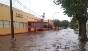 Imagen de Castelli: hay más de 200 evacuados y 4 heridos por la inundación que afectó el 80% de la ciudad