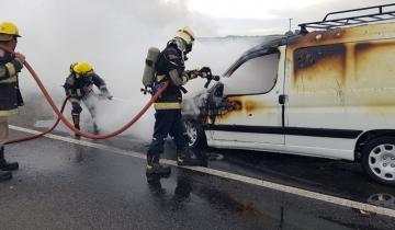 Imagen de Se incendió una camioneta en la Ruta 2