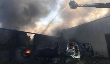 Imagen de Un voraz incendio destruyó el galpón de una pinturería en el Paraje Pavón