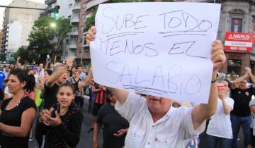 Imagen de En varias ciudades se sintió el cacerolazo contra el aumento de tarifas