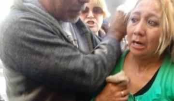 Imagen de La policía tiró gas pimienta a trabajadores estatales