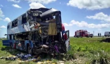 Imagen de Son cinco las personas muertas a raíz del choque entre un micro y un camión