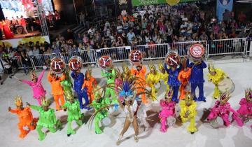 Imagen de Otra noche a puro brillo del Carnaval del Sol en Dolores