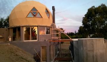 Imagen de Viviendas sustentables: la experiencia de la familia que construyó su casa en el Partido de La Costa