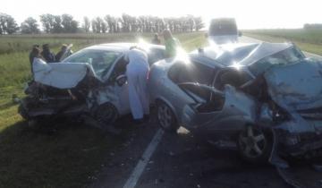 Imagen de Tremendo choque frontal entre dos autos: seis muertos, tres de ellos niños