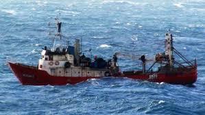 Imagen de Se hundió un barco pesquero en Mar del Plata y tuvieron que rescatar a sus ocho tripulantes