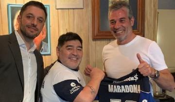 """Imagen de Maradona llega al """"bosque"""": es el nuevo DT de Gimnasia y Esgrima La Plata"""