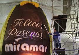 Imagen de Buscan entrar en el Libro Guinness con un huevo de Pascuas de 10 metros de altura