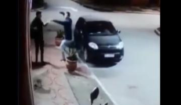 Imagen de Insólito video: ladrón se dio cuenta de que su víctima era un amigo y terminó a los abrazos