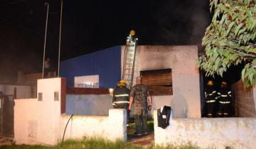 Imagen de Insólito: en Olavarría le robaron a los bomberos mientras apagaban un incendio
