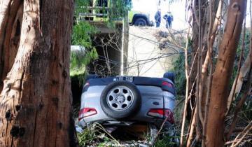 Imagen de Impactante vuelco en la Ruta 226: una camioneta terminó bajo la banquina