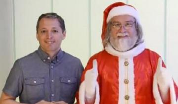 """Imagen de Tras la seriedad con Macri, el """"Papá Noel Kirchnerista"""" reapareció con una sonrisa y con el presidente del PJ Bonaerense"""